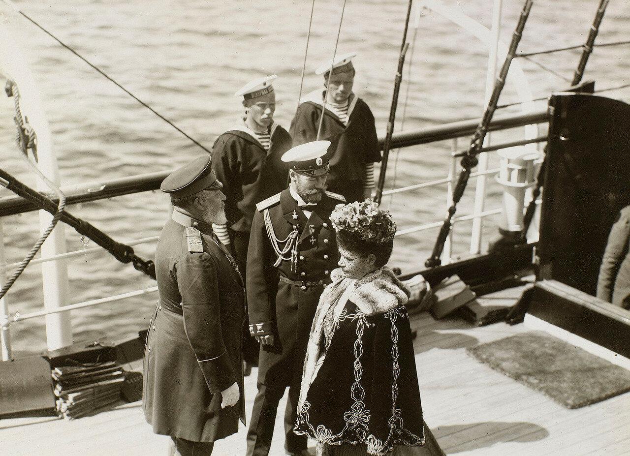 18. Король Эдуард VII, Николай II и вдовствующая императрица Мария Федоровна