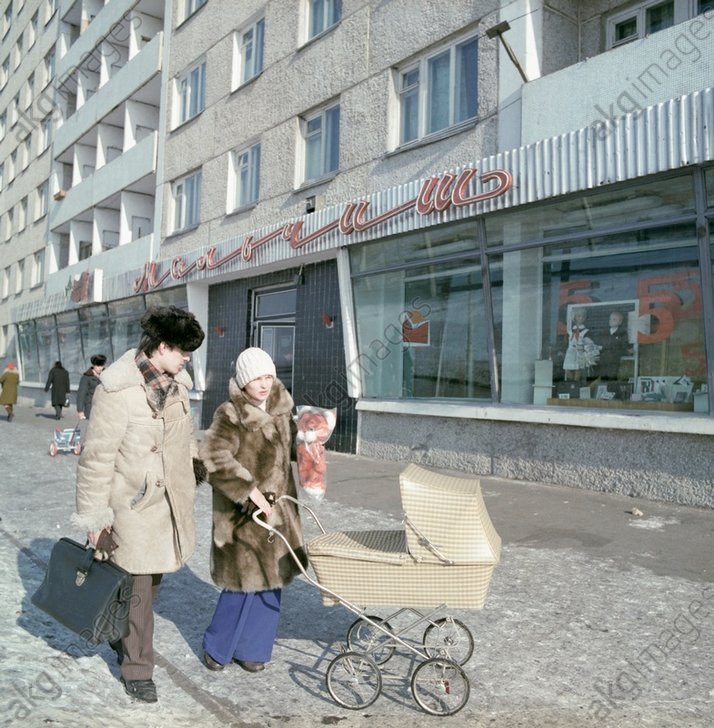 1975 Young parents with a baby in a pram walking along Zelenaya Roshcha Street where workers of the aluminium plant live.jpg