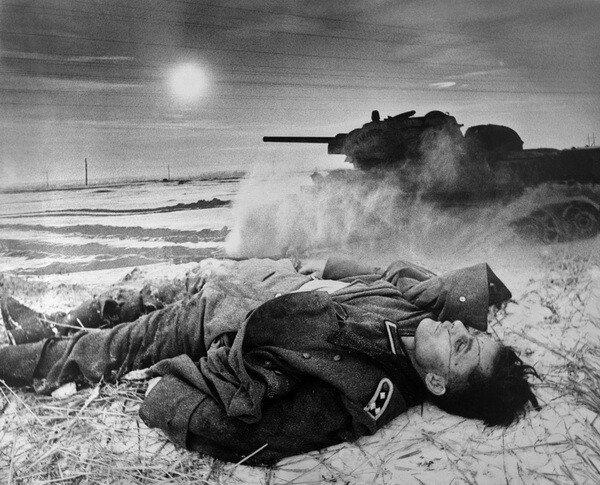 "Иван Шагин. ""Завоеватель"".1941. Фотомонтаж.jpg"