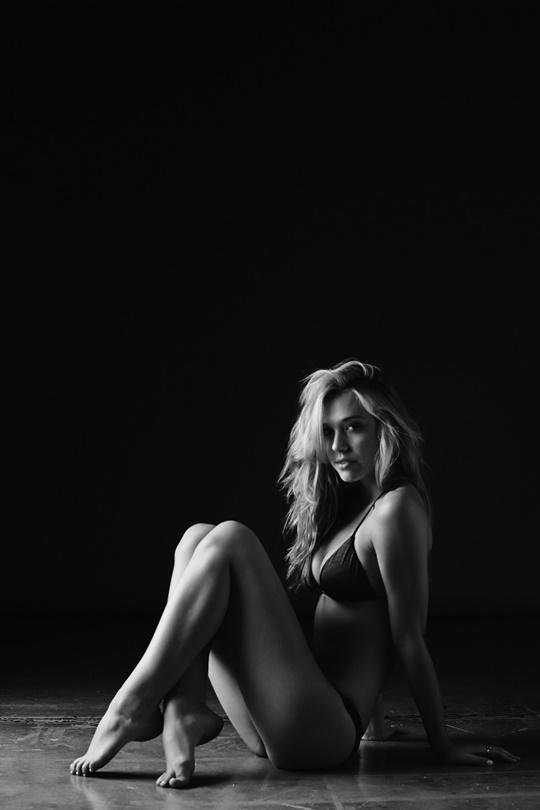 Красивые фотографии молодой модели Алексис Рен 0 1423c8 ed3cc071 orig