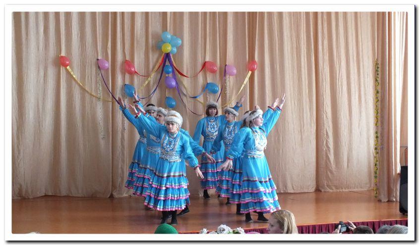 Выступление танцевального ансамбля ПНИ «Грация».