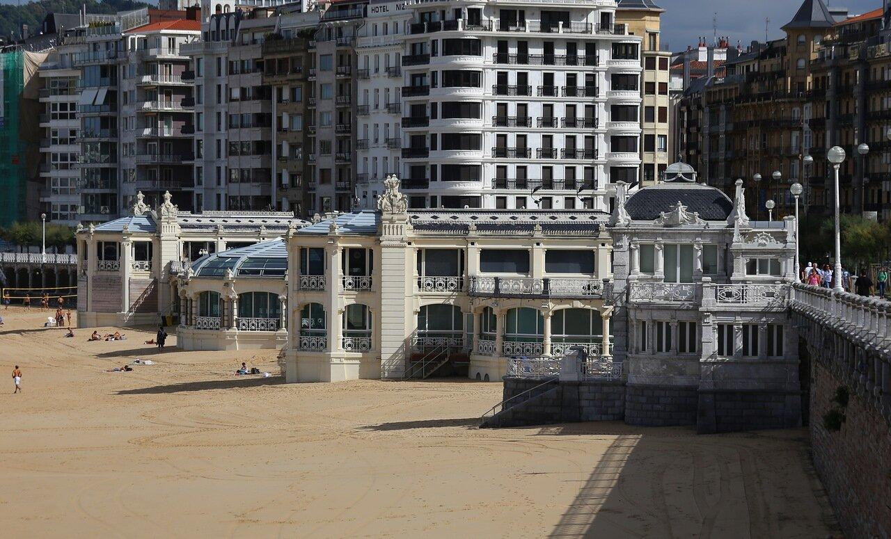 Donostia-San Sebastian. La Perla Swimming Pool)