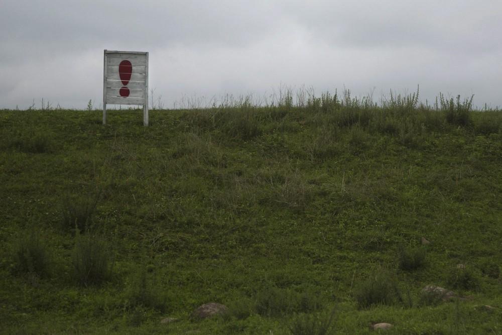 8. Восклицательный знак в конце длинного пропагандистского лозунга в провинции Хамгён-Пукто. (Photo