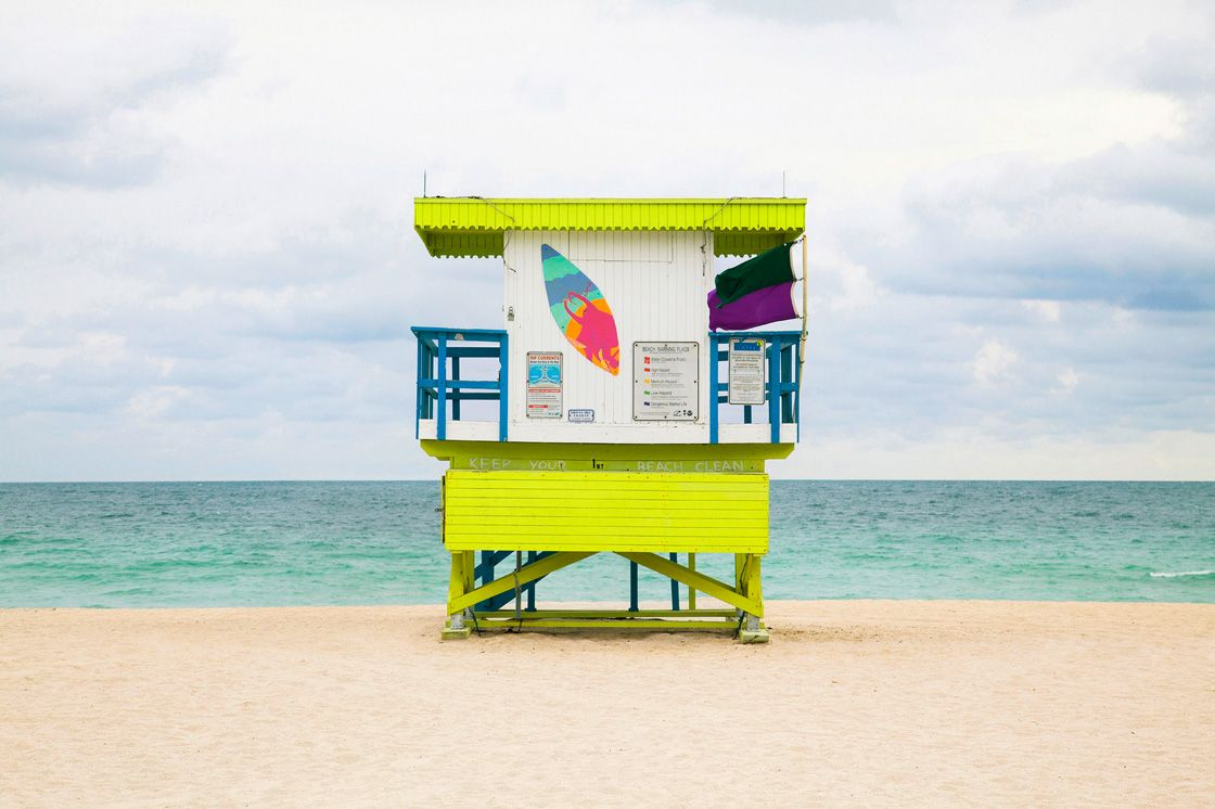 Домики спасателей на пляжах Майами