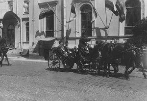 Приезд сопровождающих персидского шаха Мозафара эд-дина лиц на Николаевский вокзал для отбытия из Петербурга.