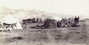 Чрезвычайный представитель Красного Креста, граф Павел Павлович Демидов перед своей землянкой в лагере близ Горна Студена, 1877 г.
