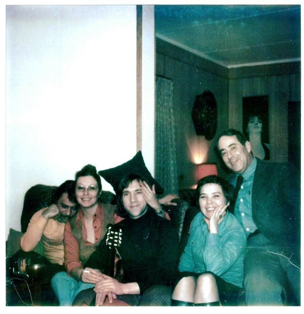 К.Ласкари, М.Влади, В.Высоцкий, Л.Голубкина, М.Брук. Фото А. Миронова, 8 марта 1976 года.