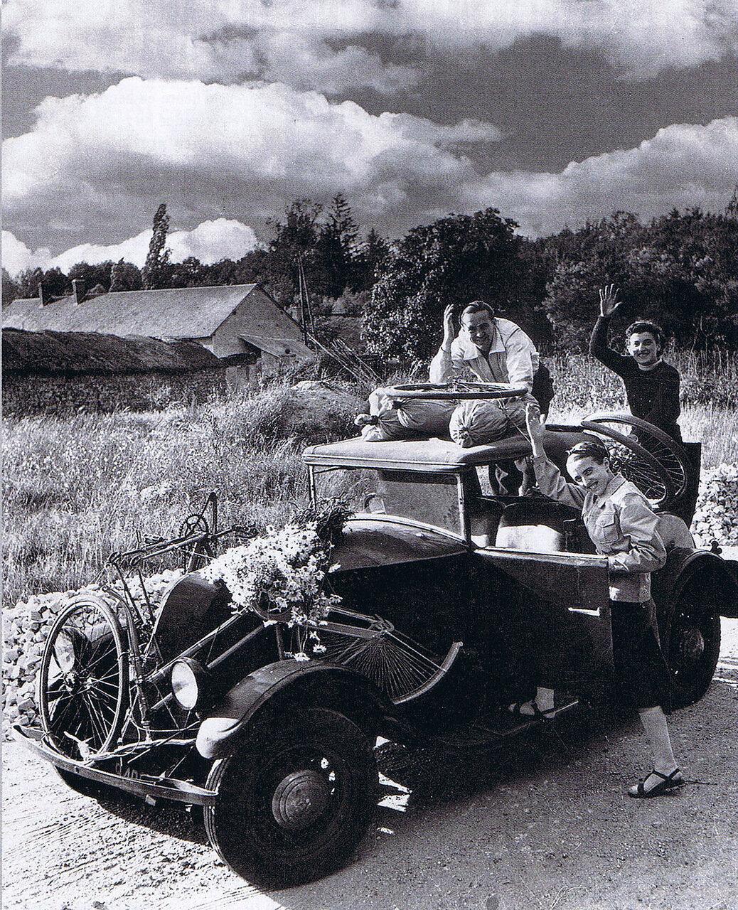 1939. На автомобиле на праздник