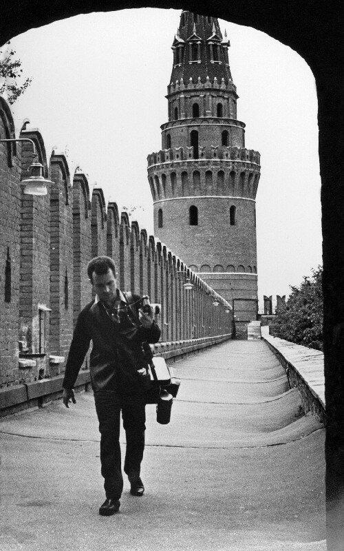 1966. Юрий Абрамочкин на Кремлёвской стене