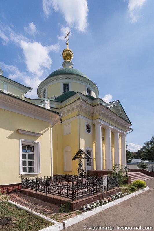Свято-Екатерининский монастырь. Собор великомученицы Екатерины. Могила архимандрита Мелхиседека.