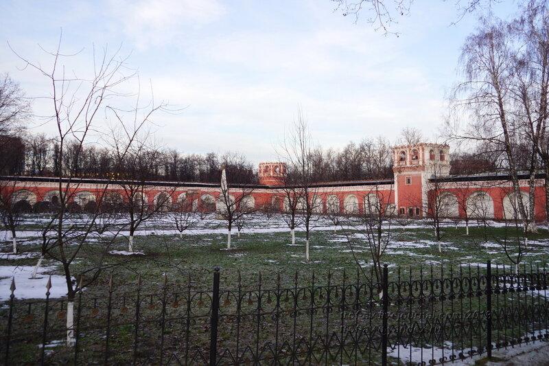 Северо-восточная угловая башня и старое Донское кладбище, Донской монастырь, Москва