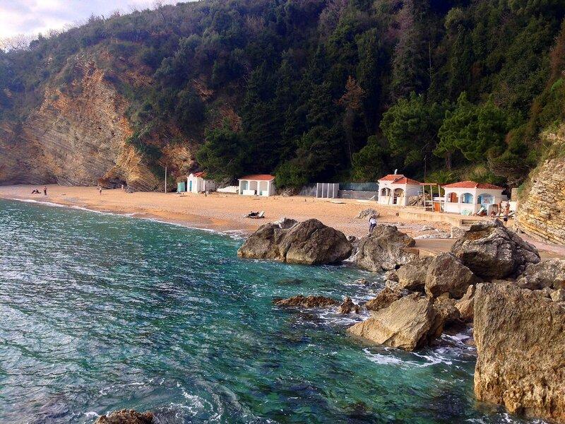 Будва в феврале, пляж Могрен