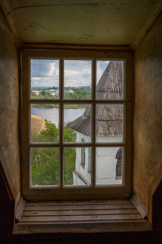 Вид из окна на Святые ворота и Которосль, Спасо-Преображенский монастырь, Ярославль
