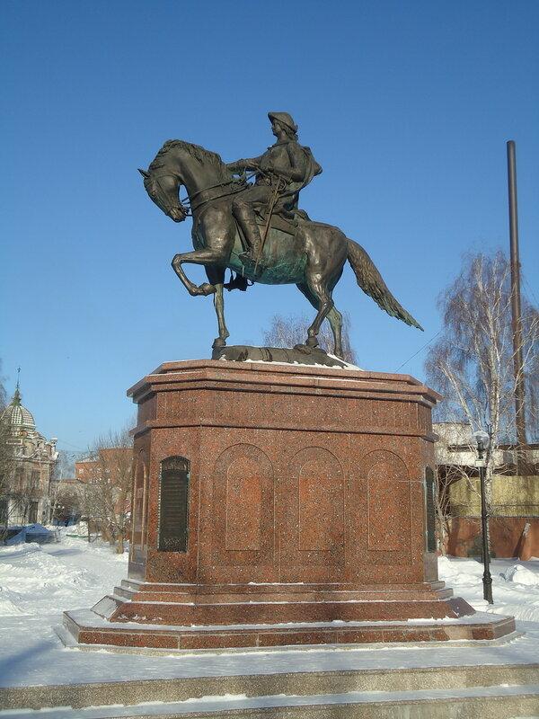 Бийск. Памятник Петру Первому