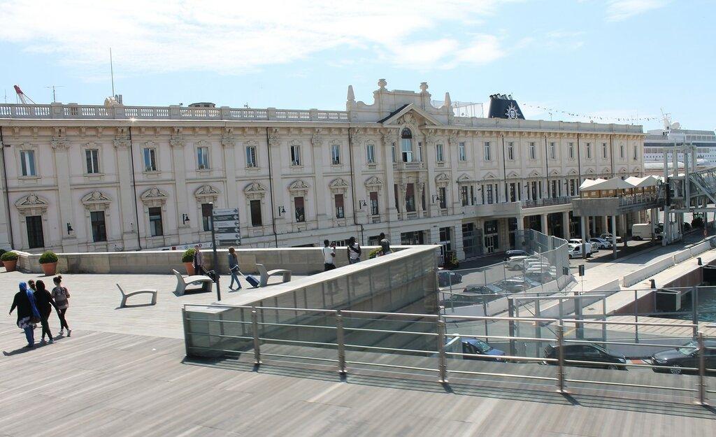 Genoa.  Porto Porto Antico.