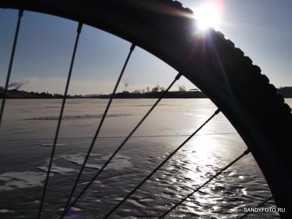 Велопрогулка по льду троицких рек