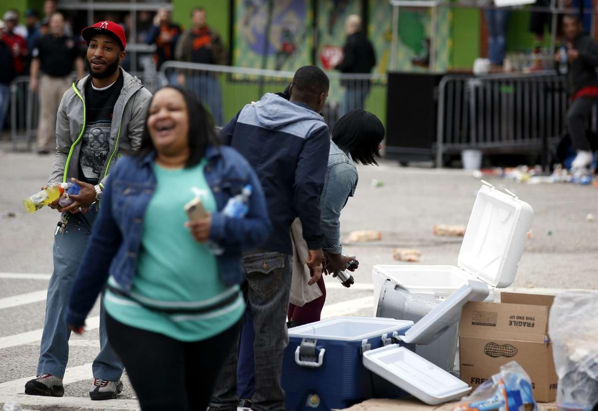 Конец полицейскому государству: Массовые протесты и уличные погромы в Балтиморе (США) (50)