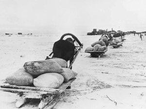 1941, 24 ноября. Первый санный обоз отправляется в блокадный Ленинград по льду Ладожского озера