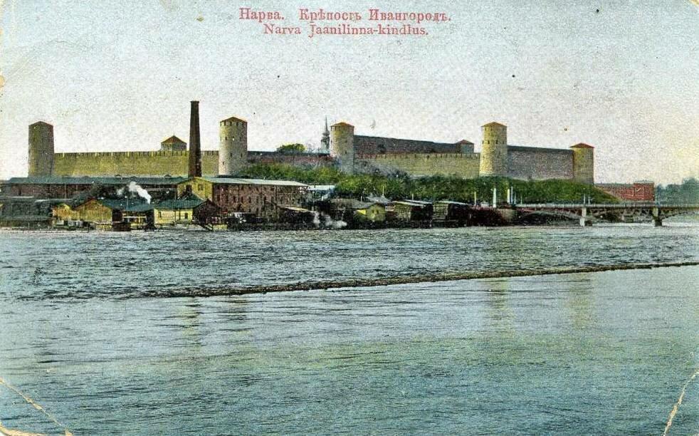 Вид на ивангородскую крепость с северо-запада