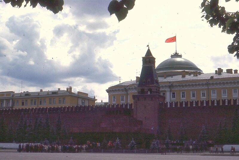 Москва. Очередь в Мавзолей.