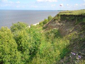 Обрывистый берег озера Ильмень в Новгородской области
