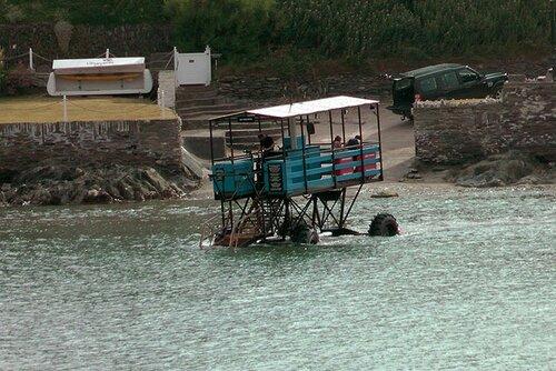 Морской трактор может перевозить до 20 пассажиров