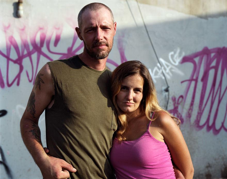 Пэт и Рейчел отдали детей в агентство по усыновлению для их же защиты. Они считают, что поступили пр