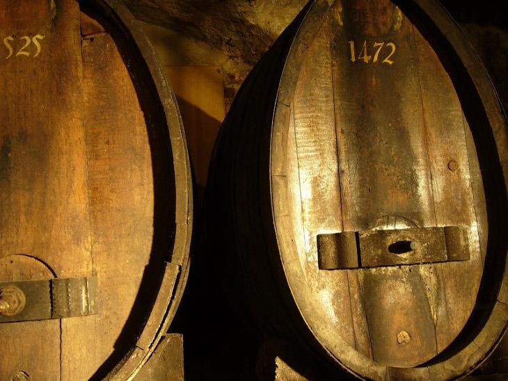 2. Самая большая винная бочка в мире сделана в немецком городе Гейдельберг в 1751 году. Её ёмкость —