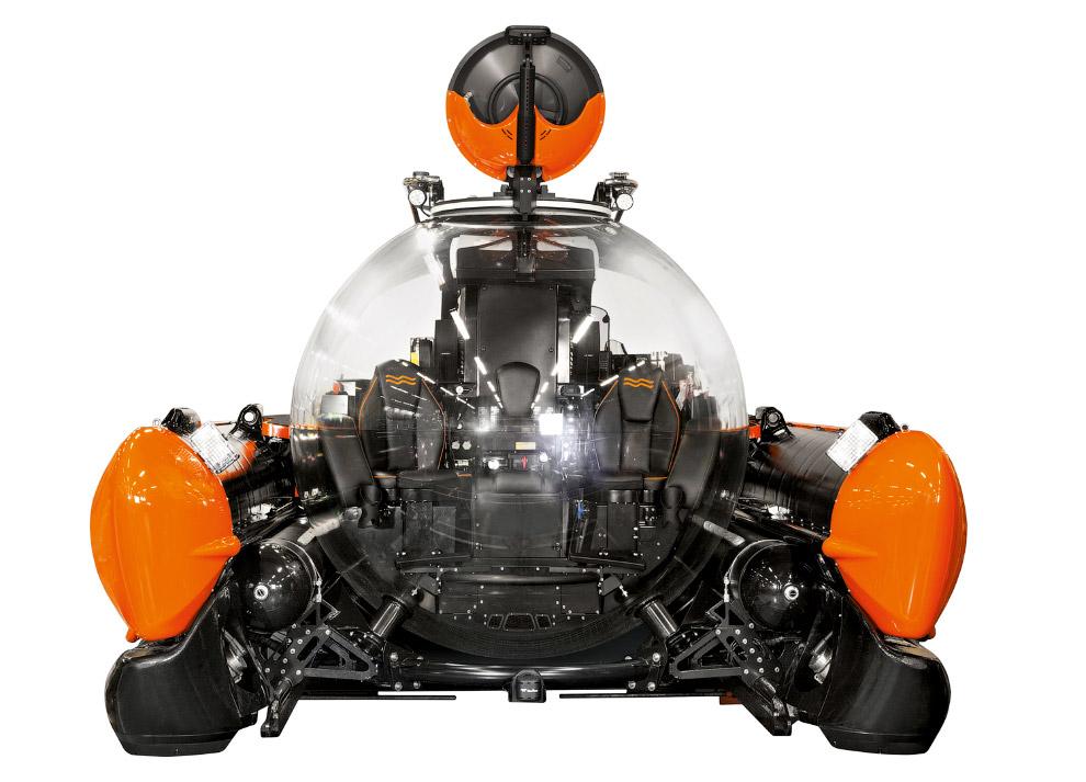 4. Батискаф способен погружаться на глубину до 300 метров и развивать скорость до 3 узлов. Запаса во