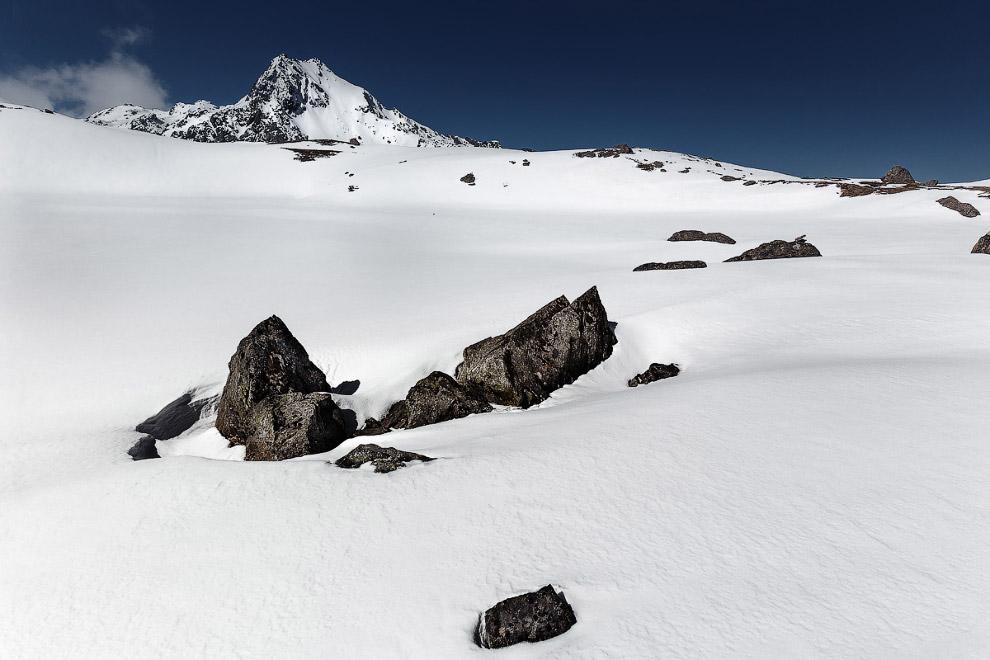 7. Что находится под снежным полем? Эту тайну знают облака…