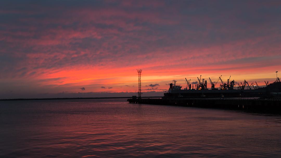 Закат в порту Туапсе