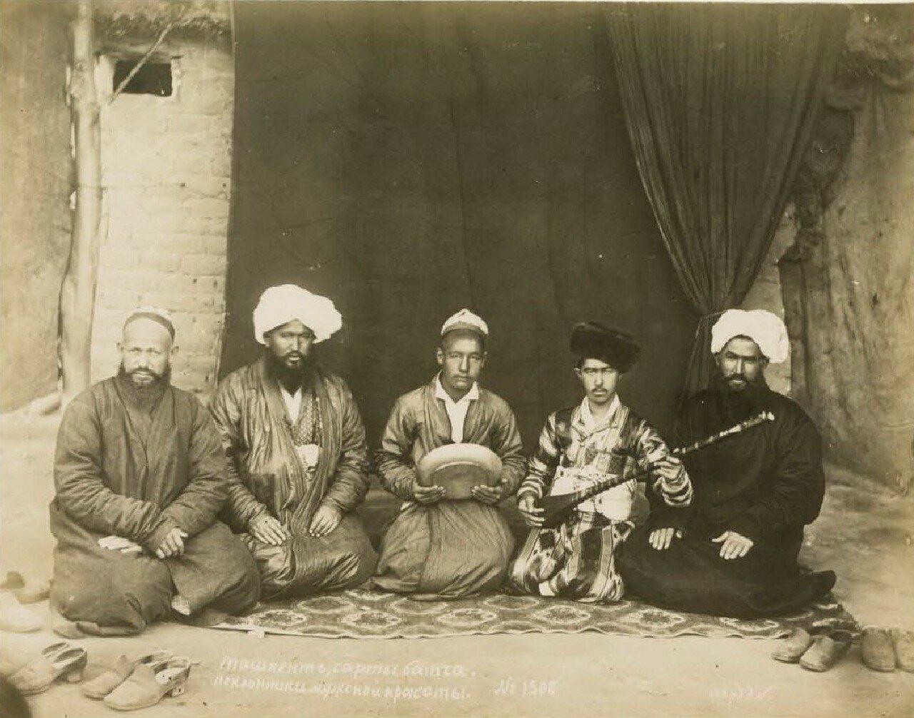 Ташкент. Сарты батча. Поклонники мужской красоты