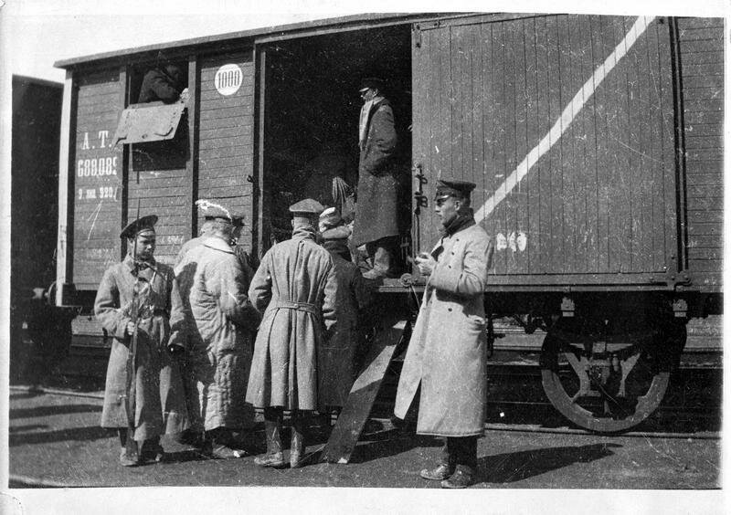 1918. Пленные немецкие офицеры покидают лагерь в Хабаровске