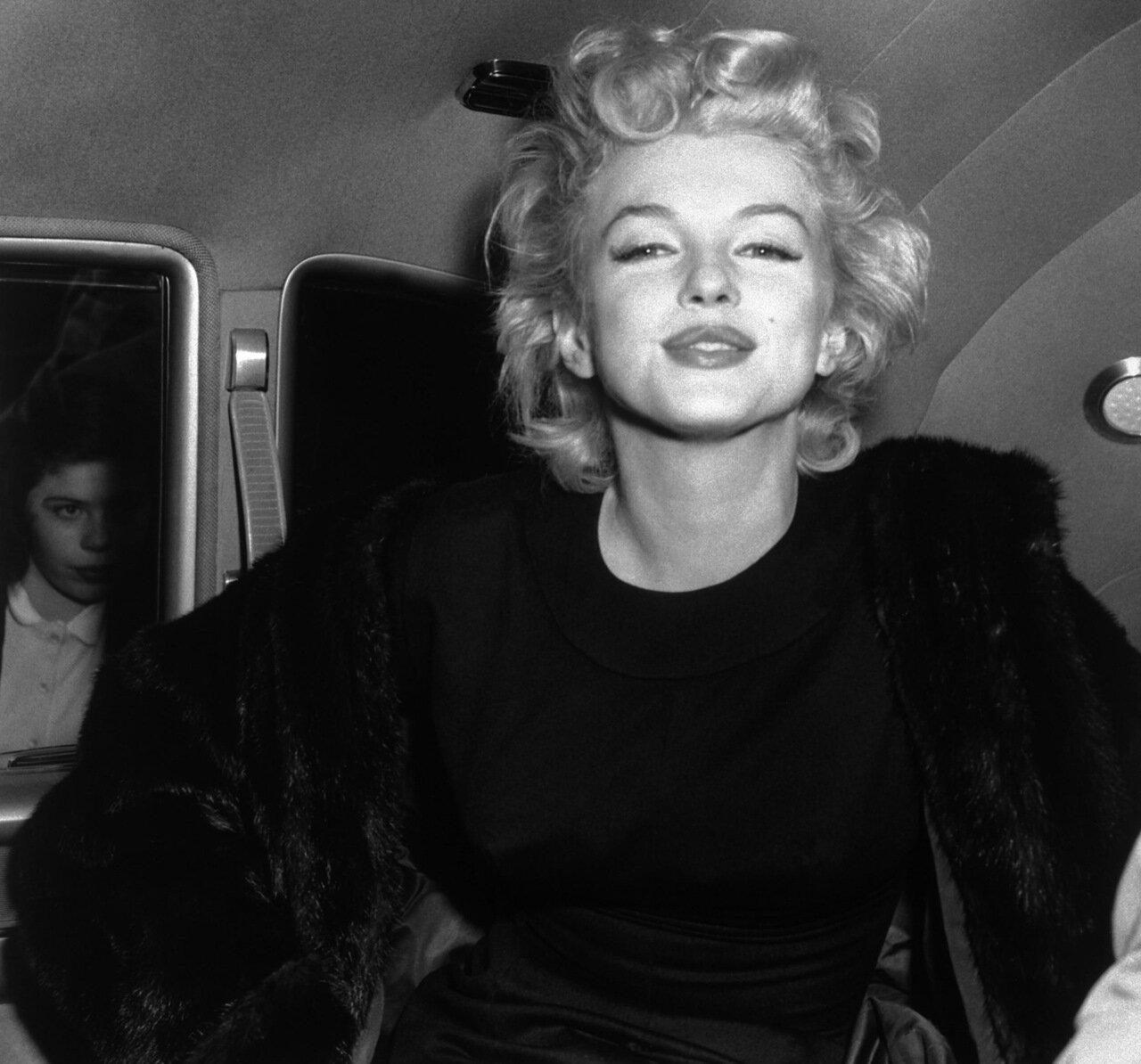 Marilyn Monroe Smiling in Car