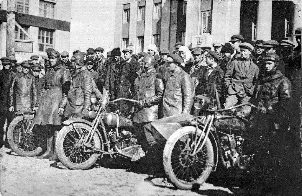 08 Мотоциклисты.jpg