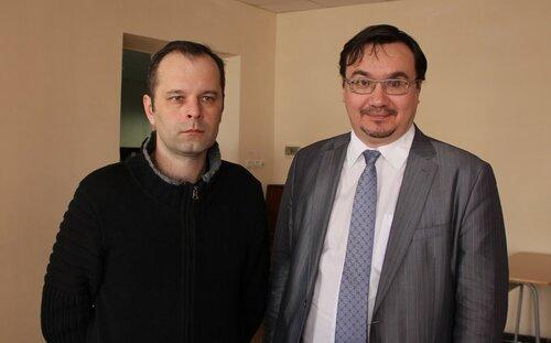 Российский писатель Роман Сенчин (слева)и красноярский эколог Александр Колотов. Фото: Валентина Гамолина