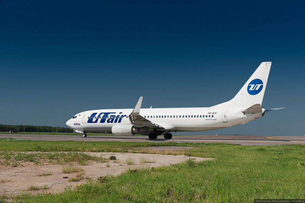 UTair 737-800 ждёт очереди