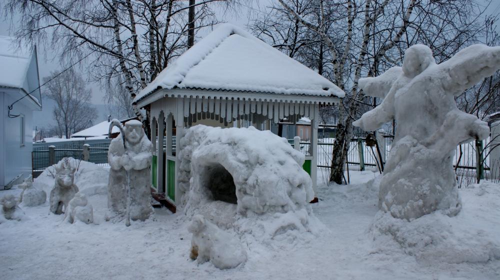 Каждый Новый год рядом схрамом вКусе появляется снежный городок (04.02.2015)