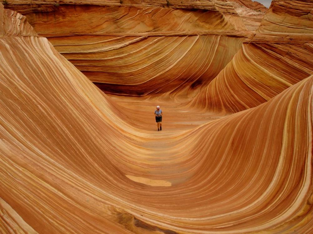gparho Волна— скала изпесчаника награнице штатов Аризона иЮта, США. Известна среди туристов ифо