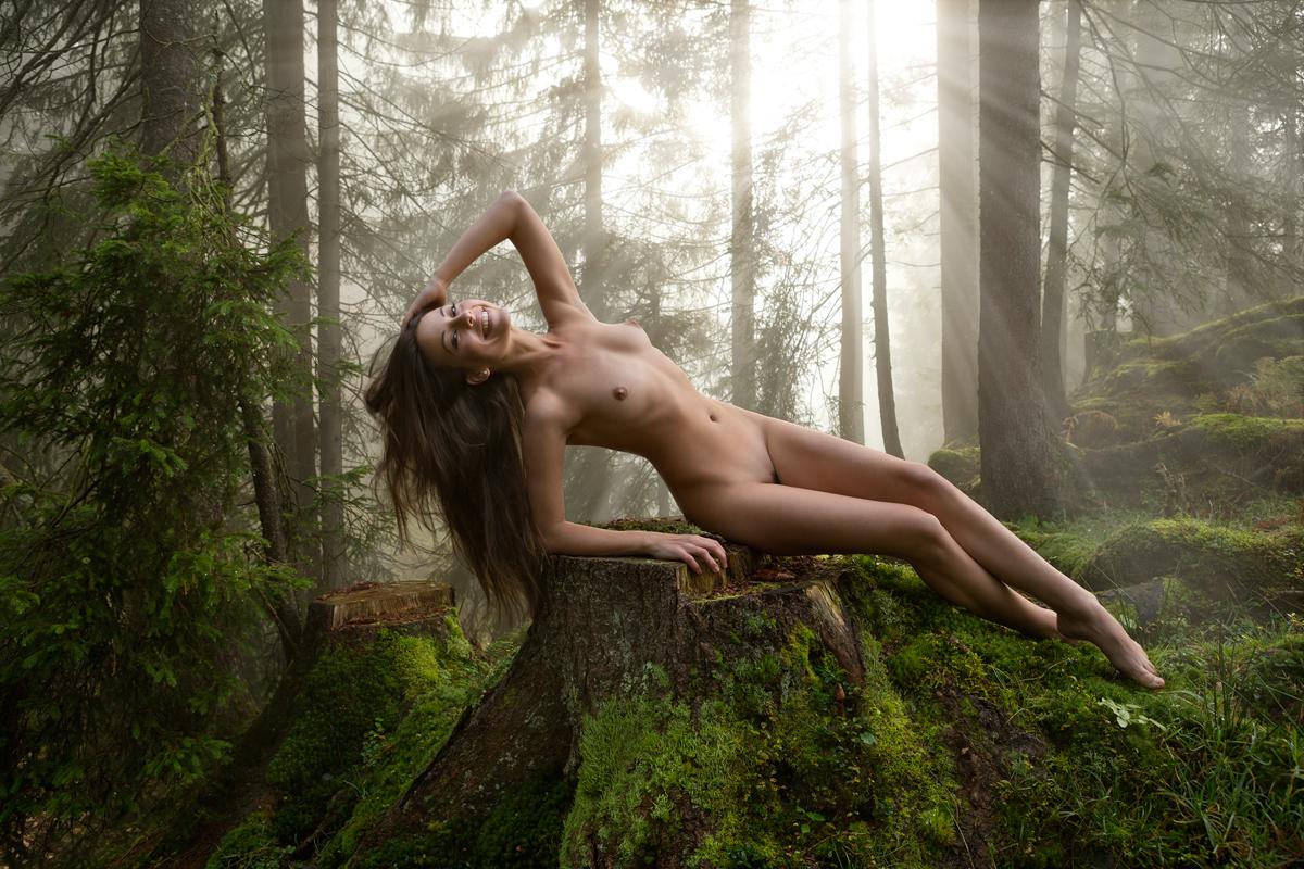 Красивое фото откровенной эротики на природе 9