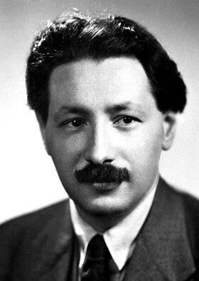 Ernst_Boris_Chain_1945.jpg