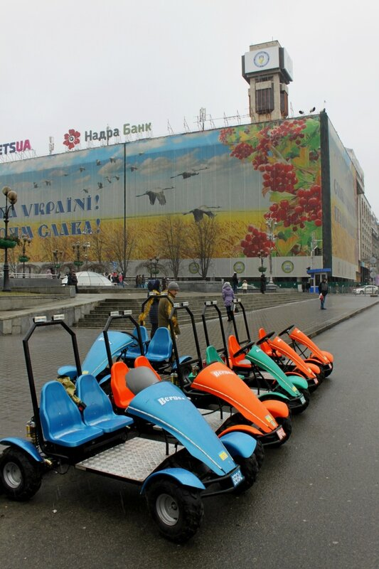 Стоянка электрокартов на Майдане Незалежности