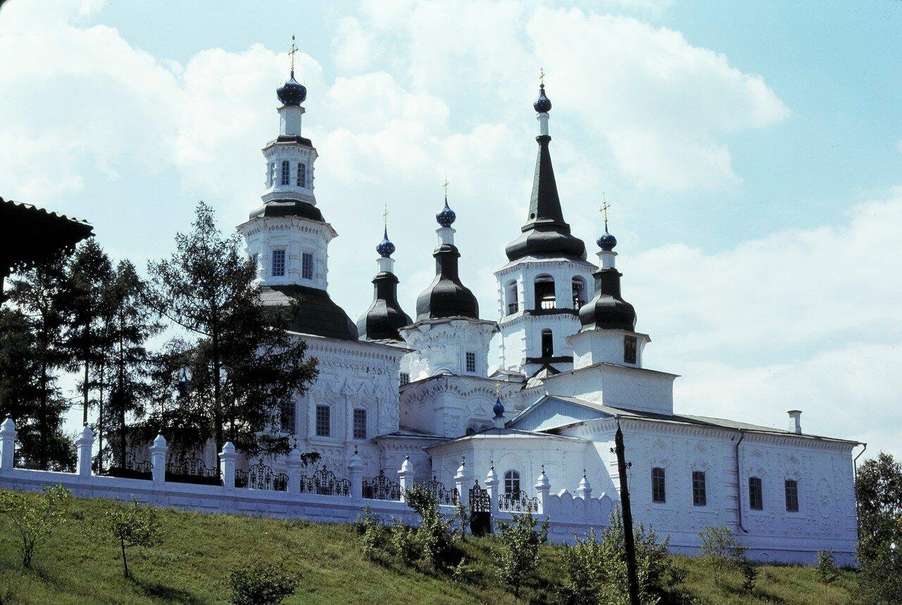 Иркутск. Церковь воздвижения честного и животворящего креста Господня