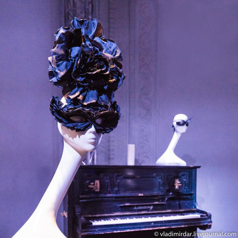 Цветочная бомба МакКуина. Неделя Моды. Париж. 2002. Черный шелк.
