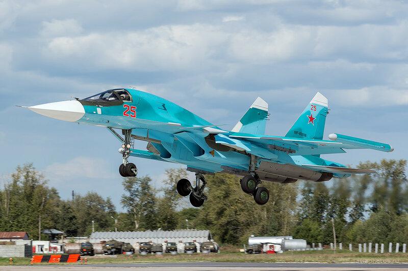 Сухой Су-34 (RF-93816 / 25 красный) D800428
