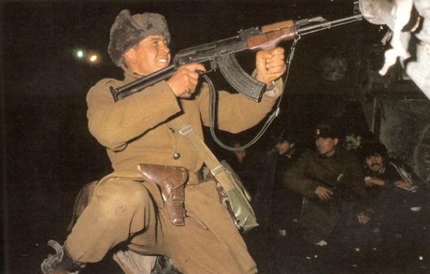 soldiers-fighting-1989-revolution-bucharest.jpg