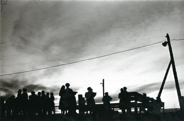 Белая ночь. Экспедиция геологов. Танцевальный вечер. Автор Кривоносов Юрий, 1958.jpg