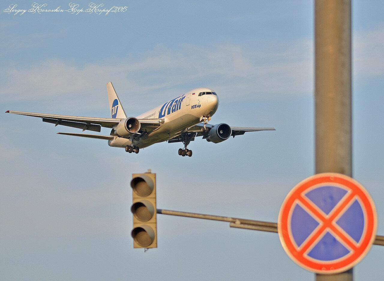Boeing 767-224(ER) UTair VP-BAI.JPG