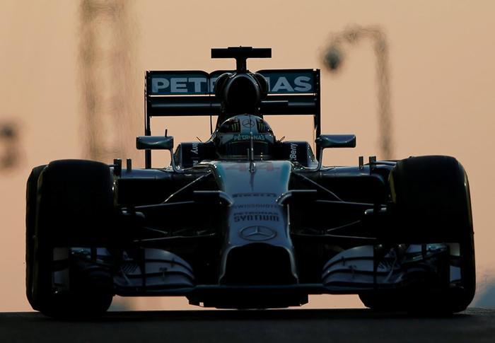 Гонщик Формулы-1 Льюис Хэмилтонвыиграл Гран-при Абу-Даби