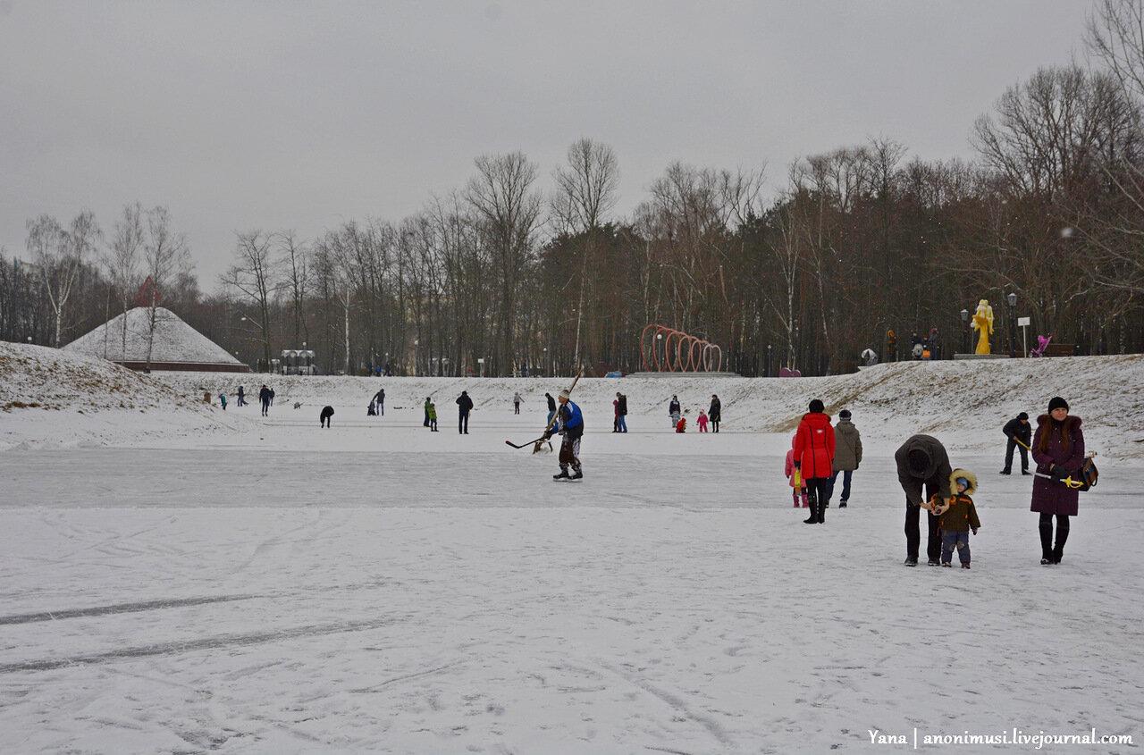Каток на озере в сквере Фестивальный. Гомель